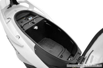 elektromos-robogo-1800w-hecht-equis-white-2-ev-jotallas-metal-kek-14